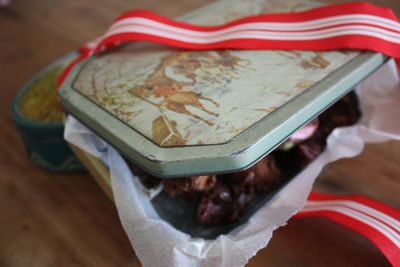 Rocky road in vintage tins - 5
